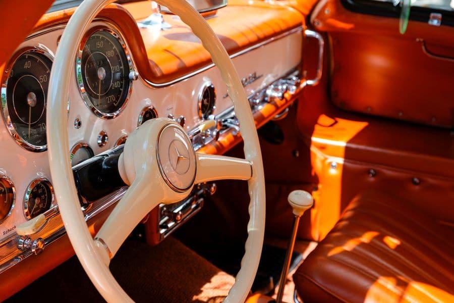 Innenraum eines Oldtimers von Mercedes-Benz